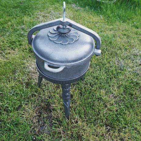 Kociołek żeliwny 7 l garnek zakręcany na stojaku producent Żeliwiak