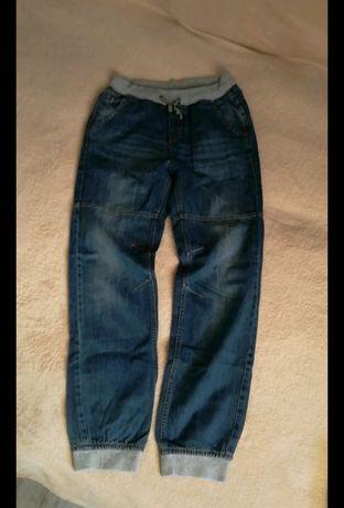 Zestaw dla chłopca spodnie cargo bluzki bluza