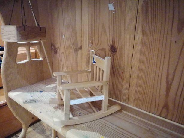 Игрушечный деревянный домик с мебелью