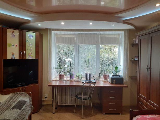 Бурштин. 3-х кімнатна квартира з подвір'ям і гаражем. ТОРГ!!!