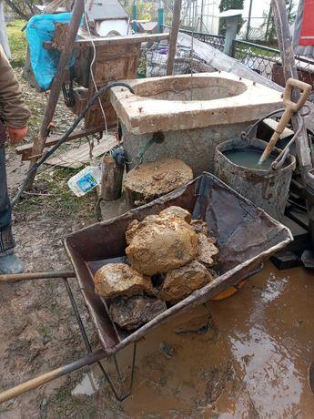 Колодцы копаем, бьем камень, докапываем,чистим