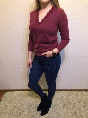 Bordowy sweterek z koronką