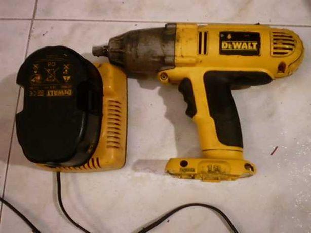 chave de impacto a bateria dewalt dw059