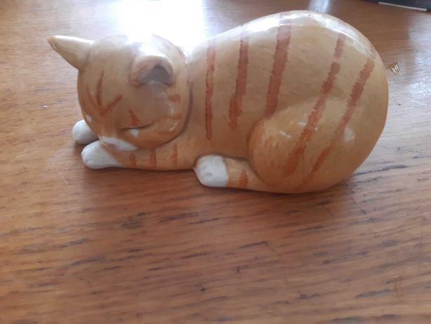 Porcelanowy piekny kot