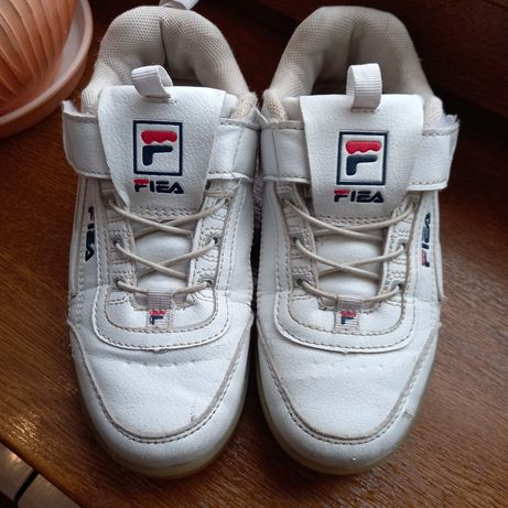 Кросівки 32 розміру білі та 34 чорні