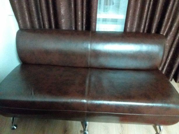 продам диван с кожзама