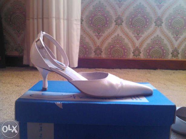 Vende-se sapatos casamento tam. 37