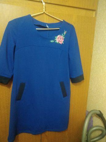 Продается платье с ручной вышивкой