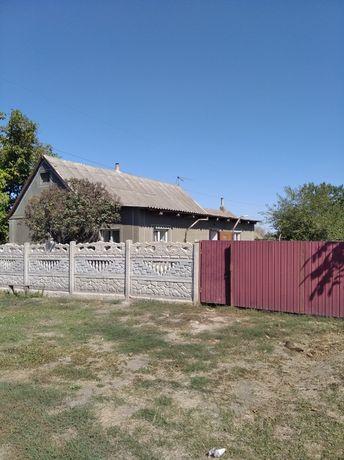 Терміново продам будинок в центрі с. Яструбинове.