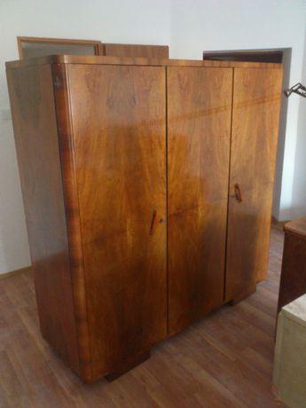 piękna drewniana szafa dla kolekcjonera, antyk