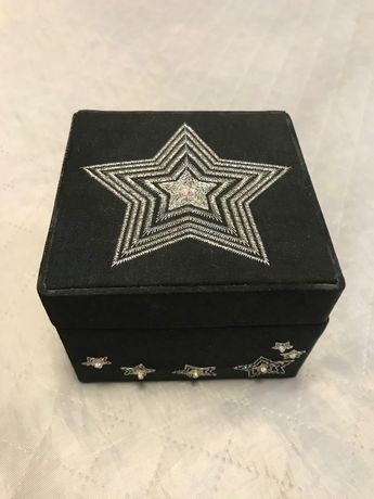 Etui na biżuterię - czarne ze srebrnymi gwiazdkami