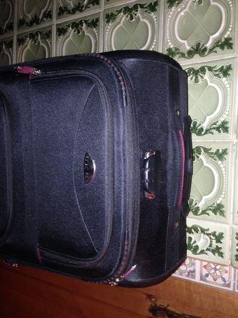 Продаю оригінальний чемодан Royally Rolls