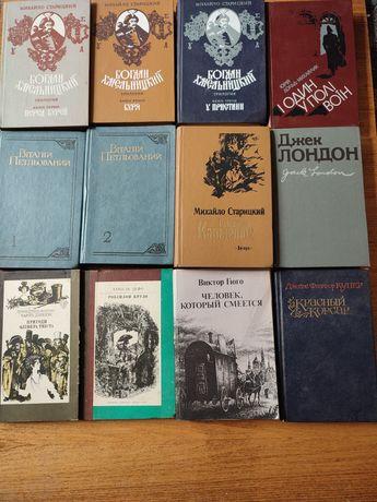 Книги зарубіжних та вітчизняних письменників