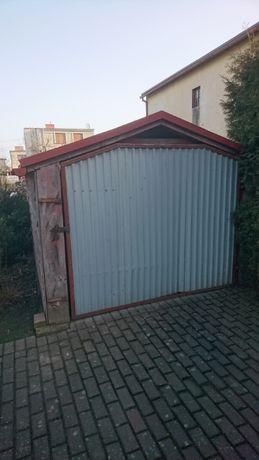Garaz drewniany, wiata zadaszona