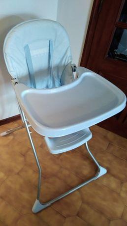 Cadeira de refeição de criança.