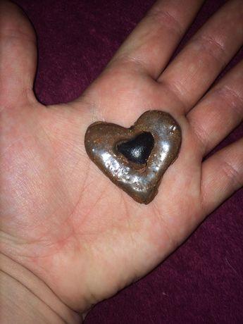 Сердечко из глины ручной работы