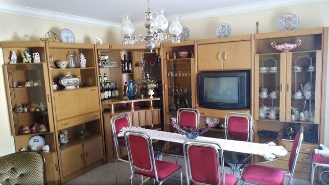 Móvel de sala com Bar e Louceiro
