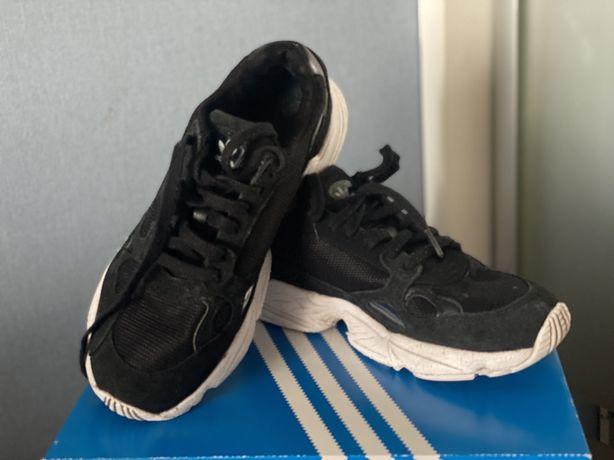 Кроссовки Adidas 38-39 р.