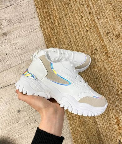 Женские весенние кроссовки белые кожаные масивные кросівки жіночі