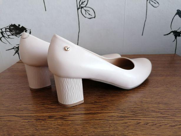 Buty r 41 pantofle Skóra naturalna venezia