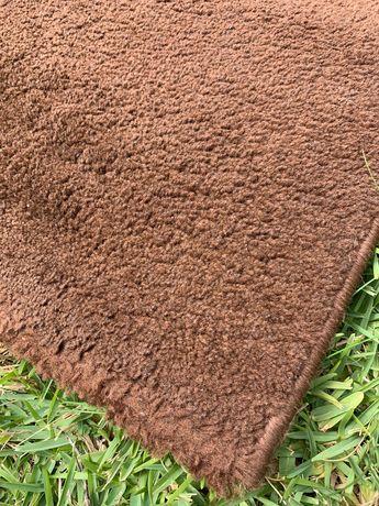 Carpete castanha pelo curto 133x190cm