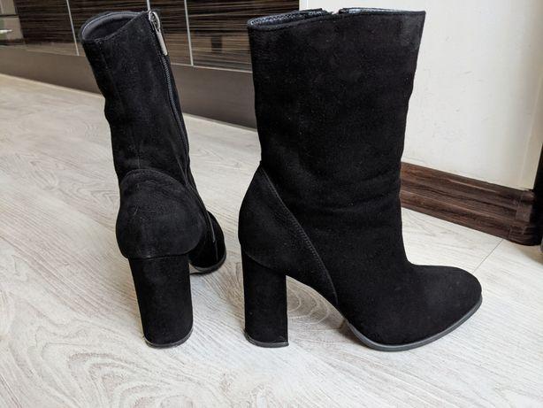 Шикарные ботинки, натуральный замш, в идеальном состоянии