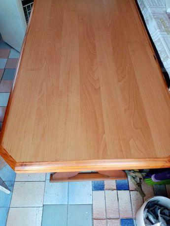 Stół kuchenny z taboretami