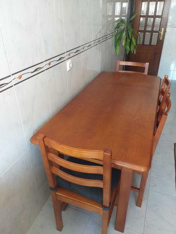 Mesa de cozinha em madeira cor cerejeira + 4 cadeiras