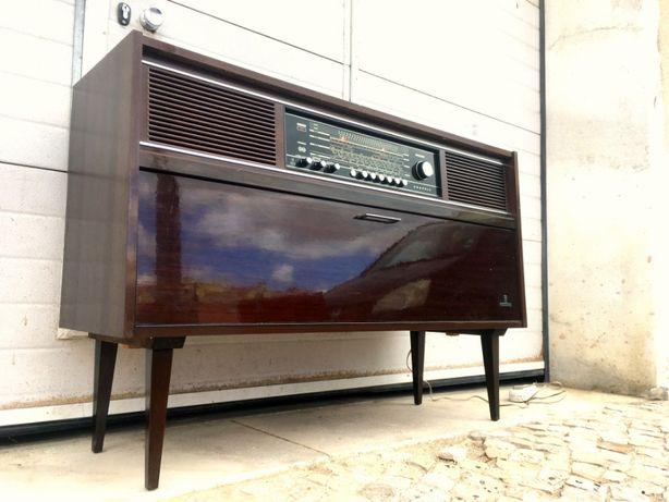 Aparador rádio gira discos Grundig a funcionar 118comp X 36prof X 79,