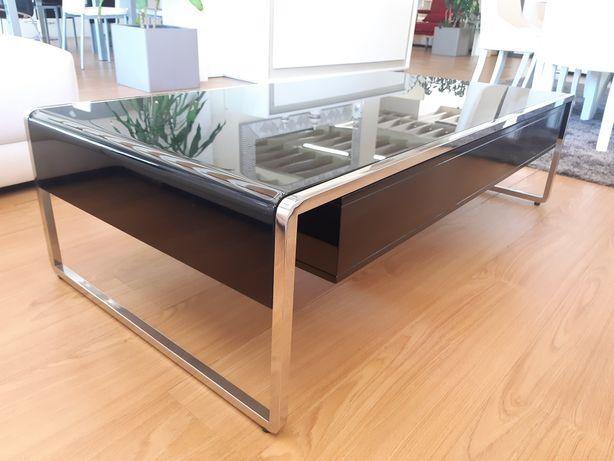 Mesa de centro com pés em inox
