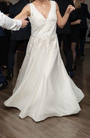 Suknia ślubna w rozmiarze 40/42