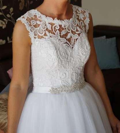 Suknia ślubna Megan, gipiura. Z welonem. Rozmiar S / M. Wartość 3500zł