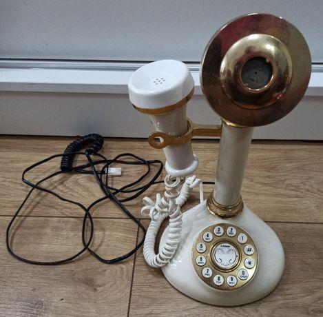 stary telefon z tarczą - styl retro vintage - ładna replika