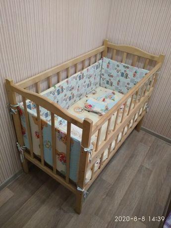 Кроватка детская + матрас + постель и бортики