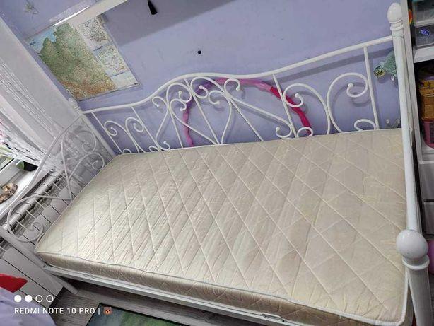 Łóżko mlodzieżowe metalowe