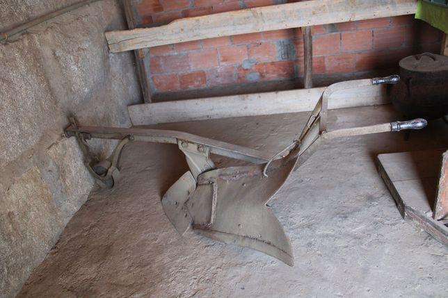 Arado antigo de ferro