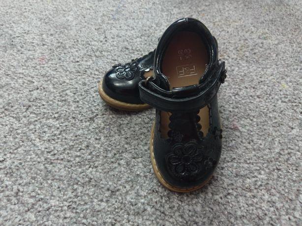 Lakier kowe czarne buciki F&F rozmiar 20