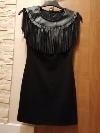 Sukienka czarna frędzle skóra