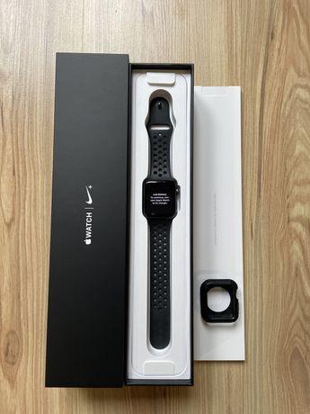 Zegarek Apple watch 2 42mm Nike etui spigen