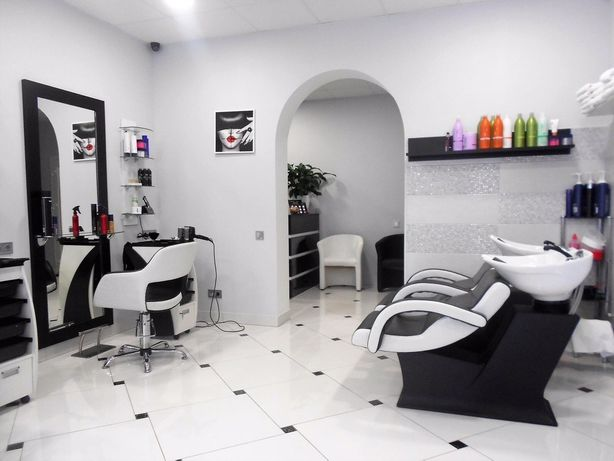 Аренда салона красоты (парикмахерского кресла,маникюрный стол)
