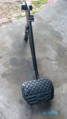 Педаль тормоза на Ауди 100 с3 ( автомат)