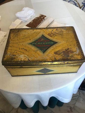 Caixa de latão muito antiga