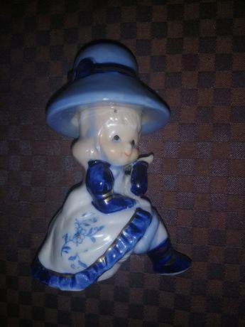 статуэтка девочка в шляпке фарфор