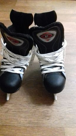 Продам шикарные коньки для хоккея, фигурного катания