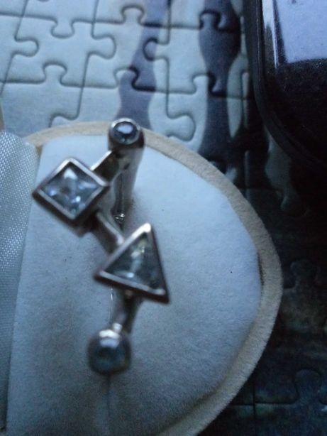Nowoczesny pierścionek srebrny z akwamarynami