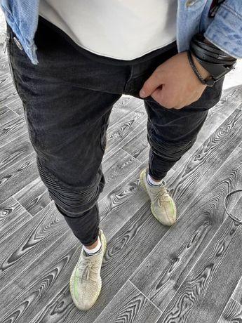 Черные джинсы для мужчины