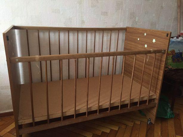 Детская кроватка (манеж)
