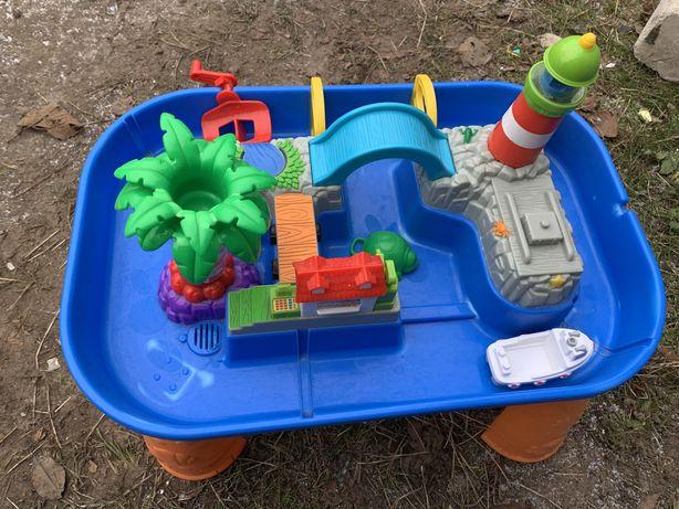 Детская игрушка, пляжный городок с маяком, фонтаном, пальмой и катером