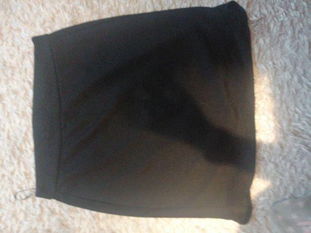 Spudnica czarna do kolana
