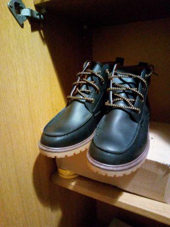 Новые тёмно-синие ботинки